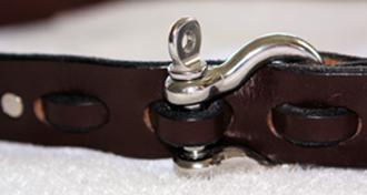 Shackle Closure in Mahogany